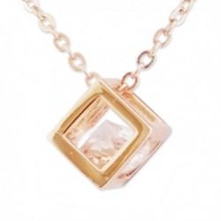 Collier doré à pendentif en forme de cube avec faux diamant