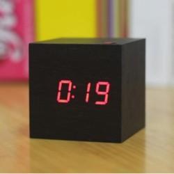 Réveil cubique à affichage Led