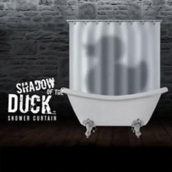 Rideau de douche canard dans la baignoire