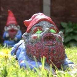 Nain de jardin zombie rampant avec yeux phosphorescents