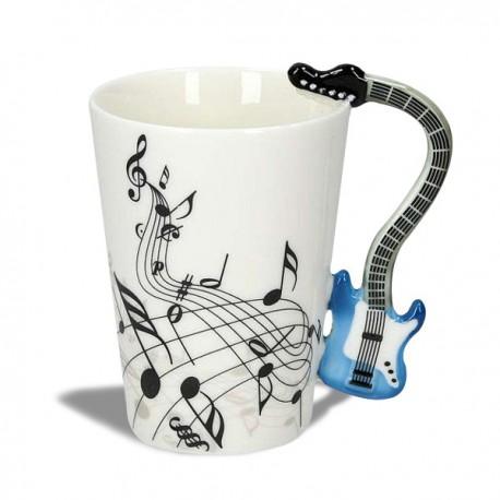 Tasse partitions de musique et guitare électrique bleue